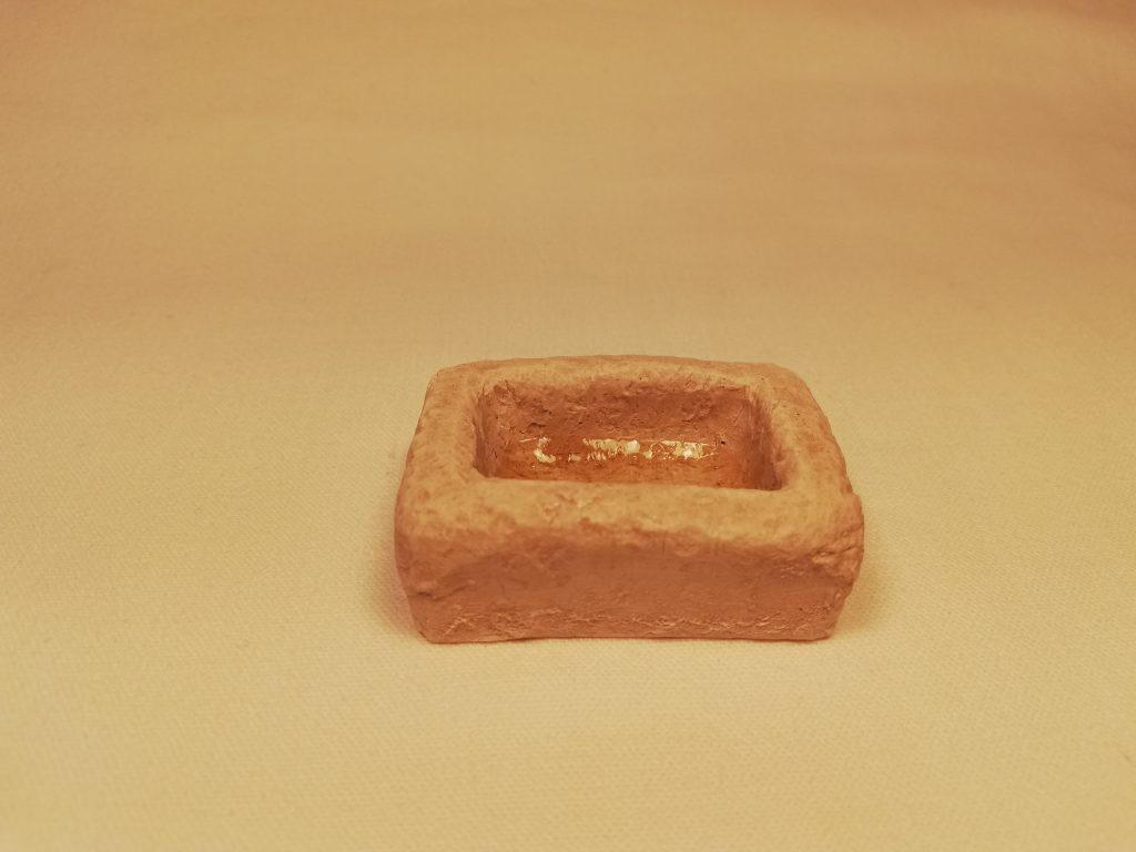 Abreuvoir Prix: 2,5 €  Dim: 3,5 x 5 x 2 cm  Poids approximatif: 37 g