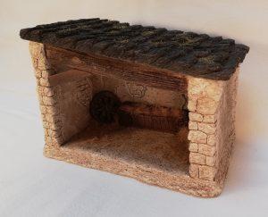 Etable avec toiture en lauzes Prix: 24 € Dim: 14 x 9 x 11 cm Poids approximatif: 995 g