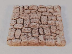 Croisée des chemins pavée Cet élément peut s'adapter aux différents chemins (Rectiligne, coudés, croisée...) Prix: 1,5 € Dim: 6 x 6 x 0,8 cm Poids approximatif: 46 g