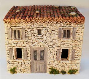 Maison à étage aux volets gris pour santons 7 cm