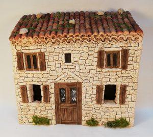Maison à étage aux volets marrons pour santons 7 cm